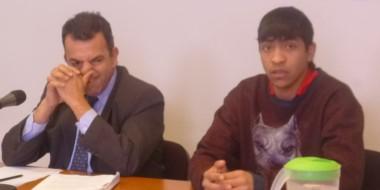 Aquí se lo puede ver al acusado por la Fiscalía junto a su abogado defensor, Marcos Ponse .