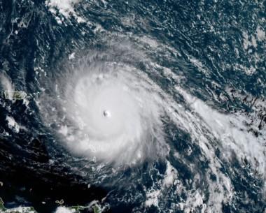 Los vientos de Irma alcanzaban el martes por la noche los 295 km/h, según el Centro estadounidense de huracanas (NHC).