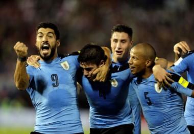 Uruguay llega de ganarle por primera vez a Paraguay en Asunción. Hoy intentará ganar en Venezuela.