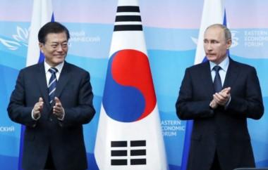 El líder ruso junto al presidente de Corea del Sur, Moon Jae in, en Vladivostok