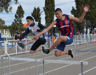 """La Pista de Atletismo """"José Romano"""" de la ciudad de Trelew recibió todas las pruebas atléticas individuales."""