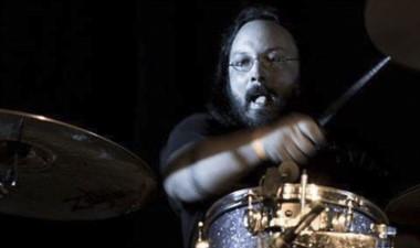 """El baterista metalero  """"Manchi"""" Rodríguez brindará una clínica."""