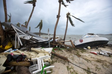 """La destrucción que dejó Irma a su paso por el sur del Caribe, fue comparada con el estadillo de una """"bomba atómica""""."""