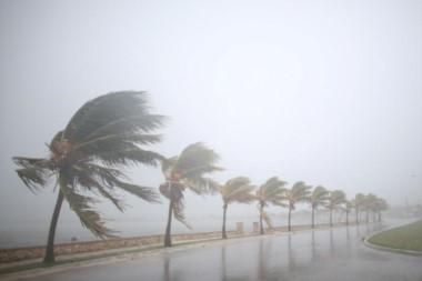 Irma se fortalece tras devastar la costa norte de Cuba.