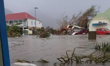 """La isla Saint Martin fue una de las más afectadas y según el presidente del consejo territorial Daniel Gibbs, es una """"catástrofe enorme: 95% de la isla está destruida""""."""