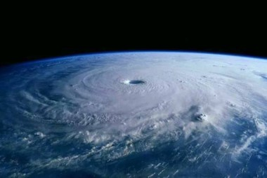 """El ojo del """"monstruo"""". El huracán Irma visto desde la Estación Espacial Internacional."""