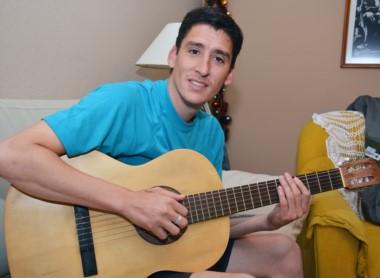 Vení vení, canta conmigo.  Facundo Carrasco es un reconocido cantor de folclore. Pero también capitán de Río Pico, el pueblo de las 1.300 personas que a fin de mes debutará a nivel federal.