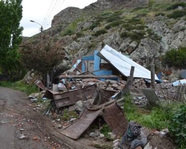 Peligro. El municipio debió derrumbar casas para que no las usurpen.