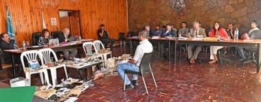 Escenario. Los jueces escuchan un testimonio en el Casino de Oficiales de la Unidad 6 de Rawson, donde los imputados esperan la sentencia.