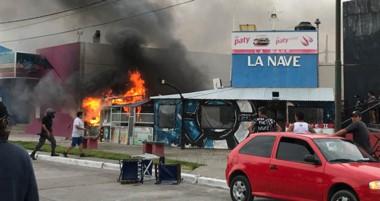 """Se presume que en la cocina del comercio """"La Nave"""", ubicado en la zona céntrica, se originó el incendio."""