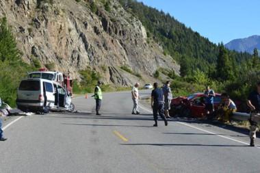 El brutal accidente dejó como saldo un muerto y  varias personas lesionadas derivadas a los hospitales.