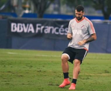 "Pratto espera su debut con la camiseta ""millonaria""."