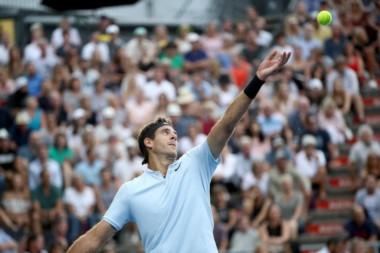 """La """"Torre de Tandil """" , derrotó al ruso por 7-6 y 6-3. Ahora va por David Ferrer."""