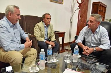 Buena nueva. Los referentes de Andes Líneas Aéreas confirmaron sus planes ante el gobernador en Rawson.