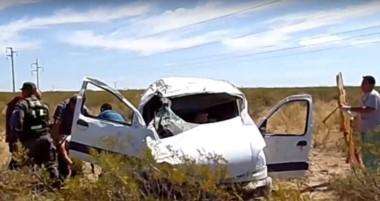El vehículo utilitario de la pareja fueguina quedó destrozado a raíz de varios tumbos sobre la ruta 3.