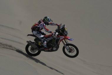 El salteño Kevin Benavides con su Honda 47 fue segundo en la 6ta etapa y pasó al frente de la competencia.