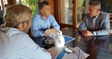 A cumplir los acuerdos. Se lo dijo Macri a Arcioni en La Angostura.