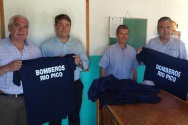 Aporte. La dirigencia de Cambiemos ayudó a varias instituciones del interior provincial el fin de semana.