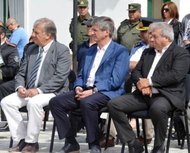 Trío. Aleuy, Ongarato y Seitune, envueltos en una discusión política.