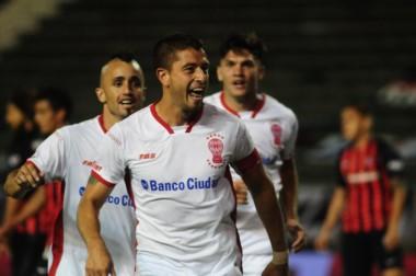 A Huracán le costó, pero terminó festejando ante un San Lorenzo alternativo en La Feliz.