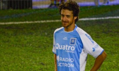 El Payaso, quien ha jugado su último partido como profesional el 31 de mayo de 2015, con la camiseta de River, entrena con Estudiantes de Río Cuarto.
