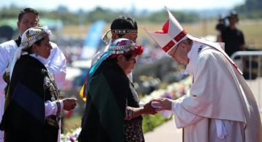El Papa llegó  a La Araucanía en el segundo día de su gira por Chile para realizar una misa masiva en la localidad de Maquehue.