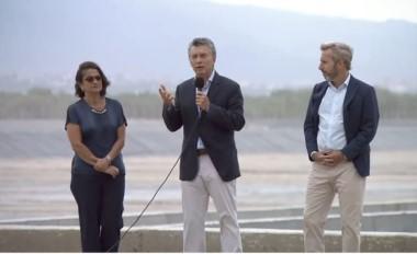 """En Catamarca, Macri dijo que se apunta """"al desarrollo productivo de cada provincia"""", pero admitió que hay problemas de """"conectividad""""."""