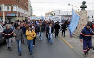 Municipales de Río Gallegos realizan un paro de actividades. Les deben los sueldos desde diciembre.