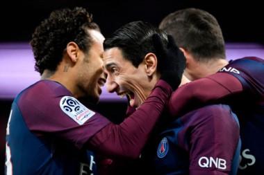 """El """"Fideo"""" festeja uno de sus dos tantos con Neymar, que anotó cuatro."""