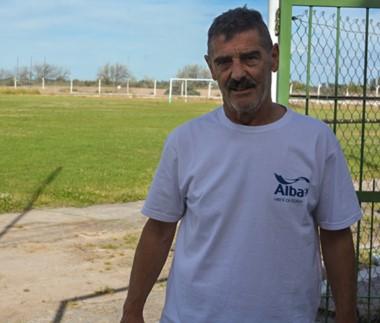 """Enrique """"Cachi"""" Durán fue presentado ayer como nuevo entrenador del """"Verde"""" de la localidad de las norias. Ya dirigió al equipo en los '90."""
