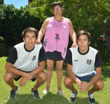 Agustín, Sandra y Joaquín, los tres pilares de una historia de lucha, fútbol,  amor y deseos de vivir.