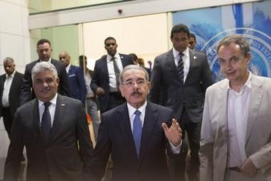 El presidente dominicano Danilo Medina y el ex presidente español José Luis Rodríguez Zapatero, en la reunión de septiembre de 2017