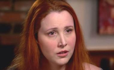 En su primera entrevista televisada, la hija adoptiva del cineasta narra con detalle la violencia sexual que sufrió de niña a manos de su progenitor.