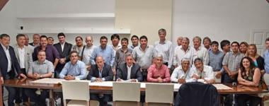 Mensaje hacia los diputados. Arcioni se reunió con los intendentes pensando en la sesión de febrero.