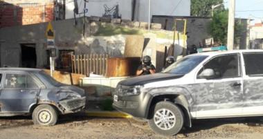 Efectivos de la Brigada policial de Trelew realizaron dos allanamientos por una causa de un hurto de moto.