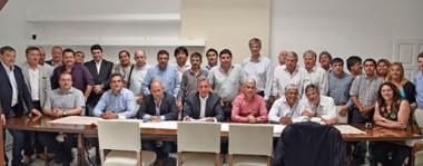 Con Ricardo Sastre a la cabeza, Arcioni consiguió el apoyo de los intendentes para pedir por el Pacto Fiscal a los diputados.