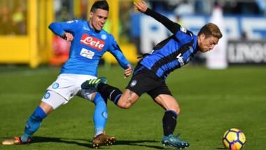 Napoli, con gol de Mertens, le ganó 1-0 al Atalanta del Papu Gómez y es lider con 54 puntos.