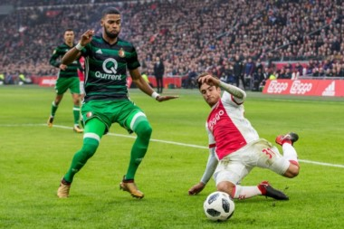 Gran debut de Tagliafico en el Ajax con una victoria ante el clásico rival.