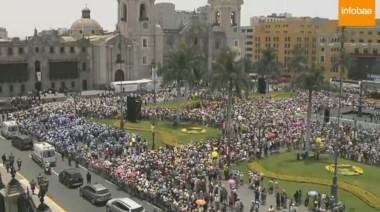 Una vista aérea de la capital Lima a medida que se congregaban los feligreses. (foto gentileza Infobae).