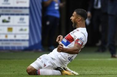 Sobre la hora, el Lyon se quedó con una gran victoria ante el puntero PSG.