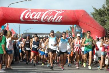 Urtasún (derecha de verde, N° 090) se quedó con la victoria en la 19° edición de la