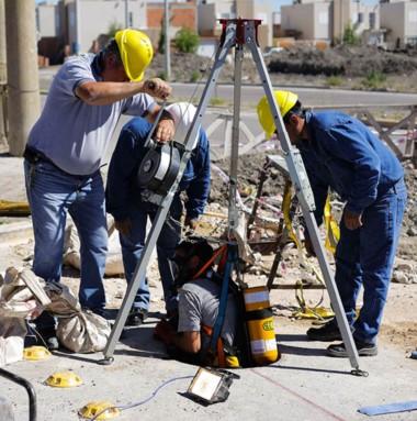 Labor. Los operarios trabajando en los barrios Etchepare y San José.