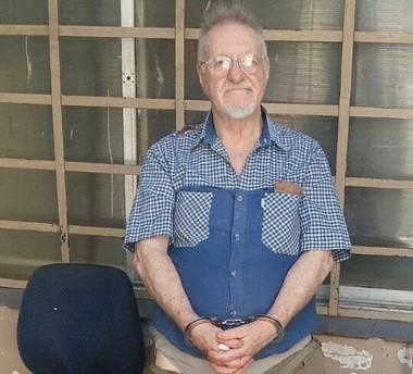 José María Scrocchi, de 72 años, contaba con granadas, proyectiles de mortero y armas de fuego en su casa. El hombre atacó con cinco balazos y un cuchillo a Roberto Cavana (57) después de una discusió