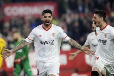 Banega, de penal, marcó uno de los tantos en la victoria del Sevilla de los argentinos.