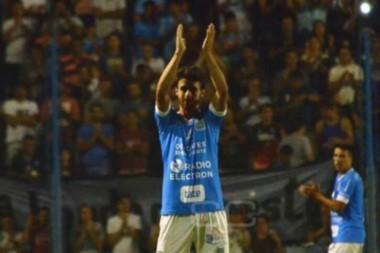 Se retiró Pablito Aimar. Con la camiseta de su club de origen, Estudiantes de Rio Cuarto, con su hermano Andrés como compañero y con Bielsa en la tribuna.