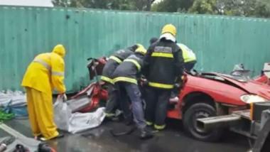 Tres turistas argentinos murieron aplastados por un container en ruta del sur de Brasil .