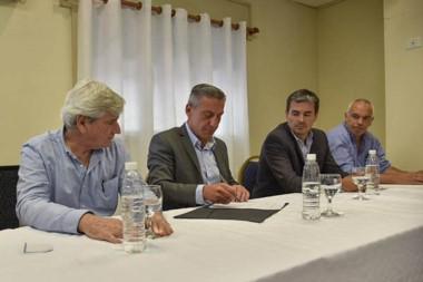 El gobernador aseguró que se buscará conseguir mejores condiciones financieras para la provincia.