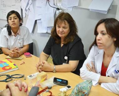 Protesta. Bonamino (primera desde la derecha) explicó los reclamos.