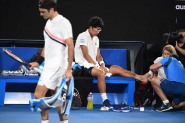 """""""Rogelio"""" se clasifica por el abandono de Chung, la revelación del torneo, que tenía problemas con las ampollas en un pie."""