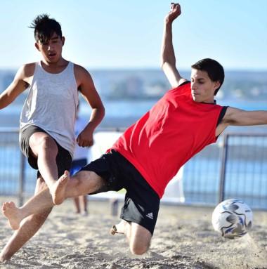 Los amantes del fútbol playero pueden participar de forma gratuita.